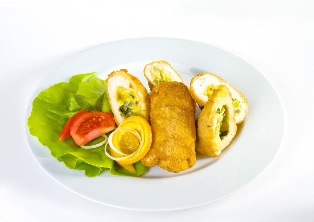 Rolada drobiowa z serem i warzywami